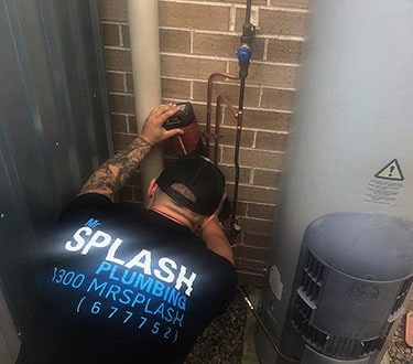 mr splash plumbing at work